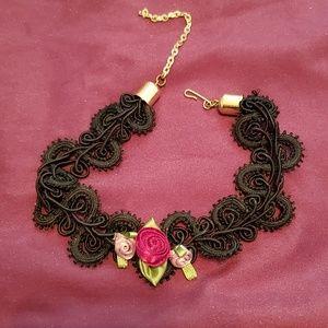 Vintage roses choker